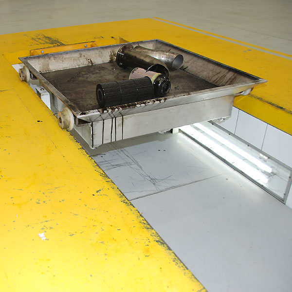Oil change pit design for speed