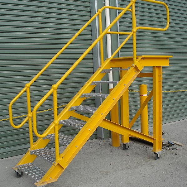 Mobile stair / steps for workshop pit accessory