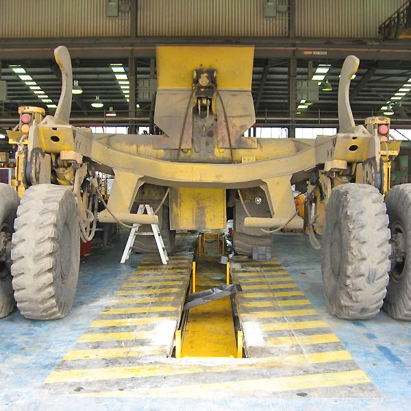 Large mining machinery difficult to hoist