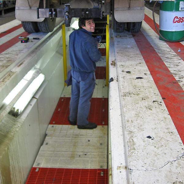 Workshop pit oil changing equipment